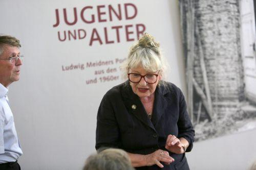 """Cornelia von Plottnitz bei der Eröffnung von """"Jugend und Alter"""". Foto: Alexander Paul Englert"""