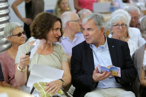 Dr. Mirjam Wenzel im Gespräch mit Dr. Helmut Müller. Foto: Alexander Paul Englert