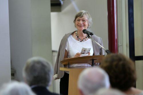 Sabine Petersen-Spindler, Vorsitzende des Förderkreises Stadtmuseum Hofheim am Taunus e.V., bei ihrem Grußwort