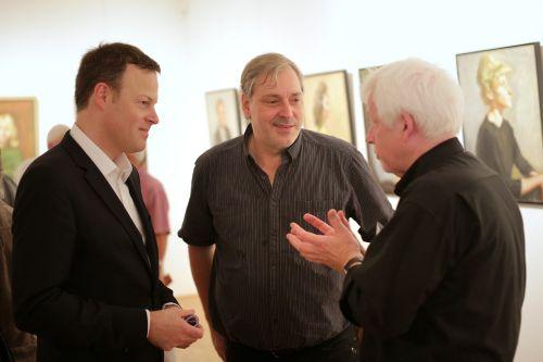 Dr. Philipp Gutbrod mit Erik Riedel und Claus K. Netuschil. Foto: Alexander Paul Englert